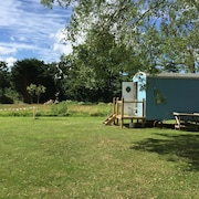 Shepherd Hut Jemima', Near Beccles - Snug and Warm, With Private Shower Room
