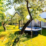 Four Bedroom Private House With Lovely Garden, Electric car Charger