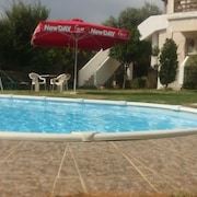 Luxurius Appartment With a Pool Next to the Airport