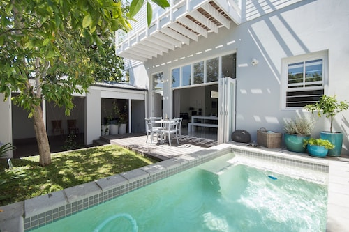 Luxury Holiday Home Serviced With Pool Wifi And Dstv