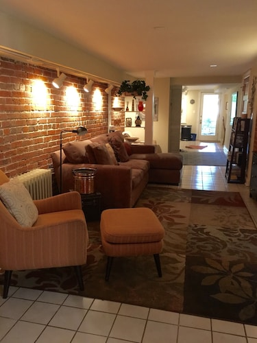 Amazing Apartment With Outside Space, Ideally Situated, w/ Easy Access to all DC