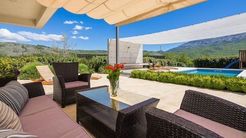 Stunning Villa Sofia With Heated Pool IN Split Hinterland