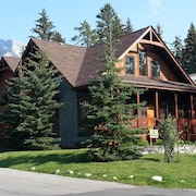 Banff - A Mountain Suite, Perfect Getaway for two Couples, Friends, or Family