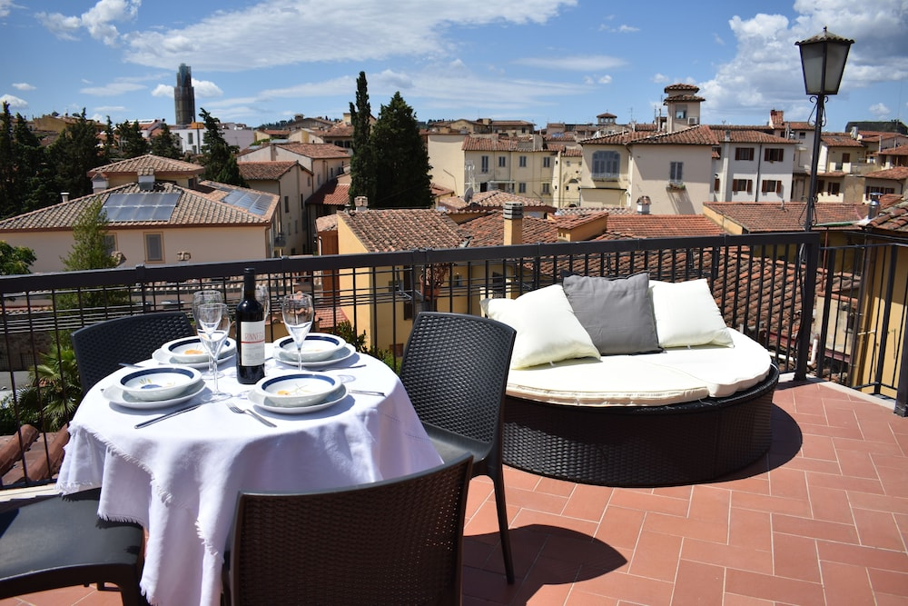 Elegant Apartment With a Furnished Panoramic Terrace (Firenze ...