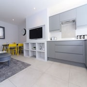 Near to Sandbanks Beach! Beautiful High Spec Apartment +wifi +netflix