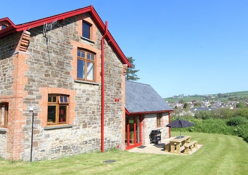 Beautifully Converted Barn, Vaulted Ceilings, Views and Modern Fixtures