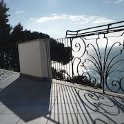 Balcony on the Sea, Covered Parking, Wifi, TV, 300 m From the Sea, With Garden