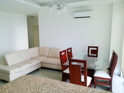 Exclusive 3 Bedroom Apartment, SEA View / Beach Access