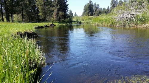 Little Deschutes River Home Retreat - Perfect for Family - Better Than Sunriver!