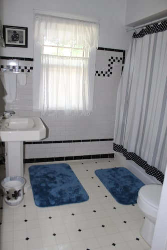 Bathroom, Welcome to Grandma's House! I'd Love to Host Your Family&friends! 2 Night Min!