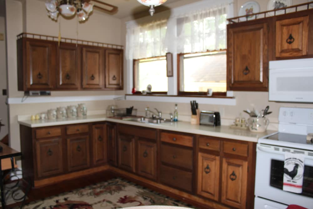 Private Kitchen, Welcome to Grandma's House! I'd Love to Host Your Family&friends! 2 Night Min!