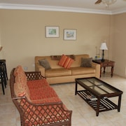 Panoramic Ocean View./near Bars. Luxury 2 Bedroom Villa Apt