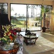 Oceanfront Romantic Getaway Condo - Vue Imprenable