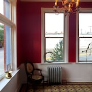 Beautiful Western Victorian bed & Breakfast in Historic Downtown Trinidad. King