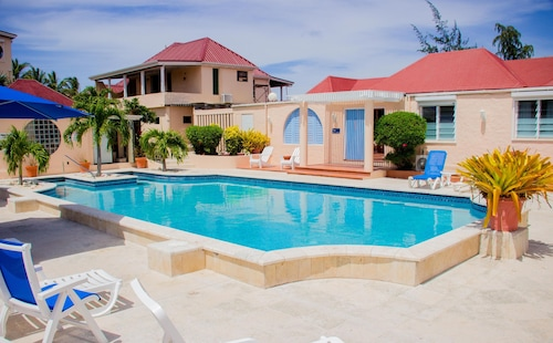 Bright Airy Villa Steps Away From the Beautiful Antiguan Beach