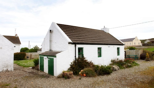 Traditional, Petite Charming Irish Country Cottage With Beautiful sea Views
