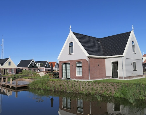 Luxurious Water Villa for 8 Persons in Between Amsterdam & Marken