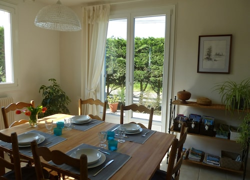 Detached House by the Sea, Spacious and Comfortable, Large Enclosed Garden