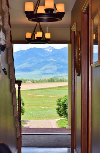 Standing Ovations Given! 20 Acres With 360° Mountain Views, 5 Miles to Bozeman!
