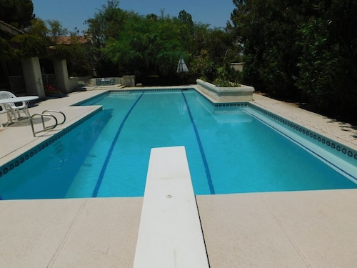 Summit Resort! Gorgeous Pool w/ Private Pool w/ Diving Board & Spa! Near Strip