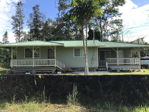 Cozy 3 Bedroom Home 20 Minutes From Hilo