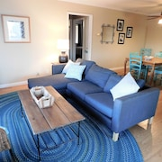 Walk TO THE Beach-- Cute 2 Bedroom Condo