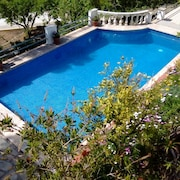 Beautiful Rural Retreat, Private Pool in the Foot Hill of the Prades Mountains
