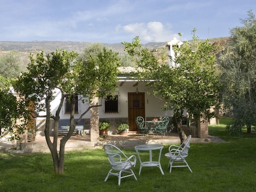 Detached House for two People With Large Garden With Fruit Trees