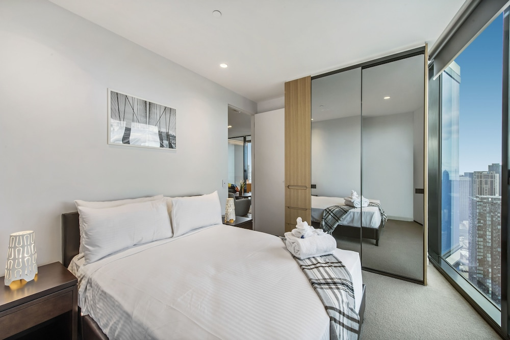 Serviced Apartments Melbourne Lighthouse 4 0 Out Of 5 Exterior Featured Image Guestroom