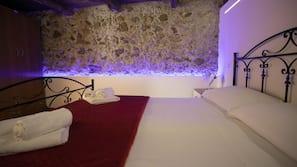 Biancheria da letto di alta qualità, una scrivania, insonorizzazione