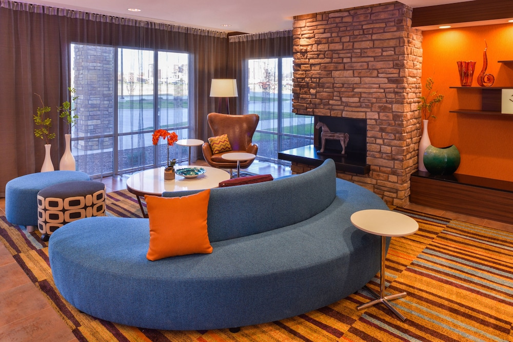 Lobby, Fairfield Inn & Suites by Marriott Coralville