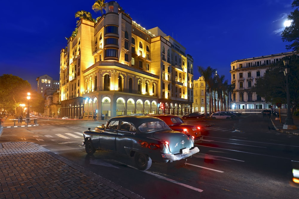 Front of Property - Evening/Night, Iberostar Parque Central