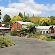 Kiwi Paka Waitomo Backpackers Ltd