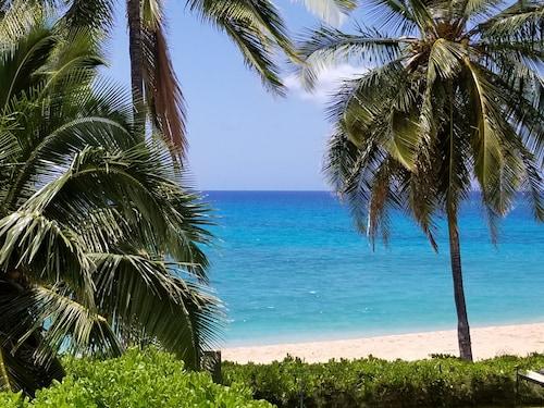 Beachfront House On Scenic Makaha Beach With Free High Sd Wifi