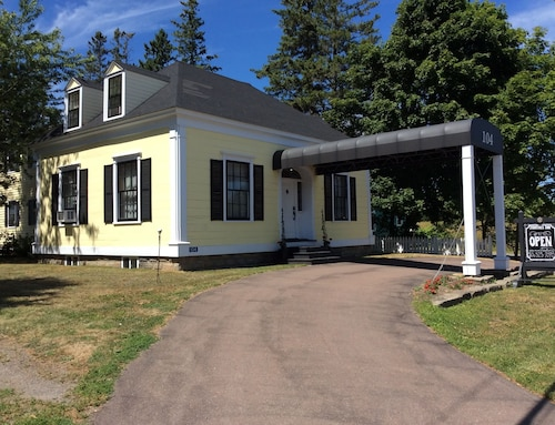 Great Place to stay Jardine's Inn near Rexton