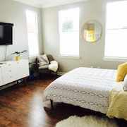 Modern and Bright Downtown Sebastopol Flat With Laundry and Wifi