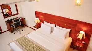 4 bedrooms, premium bedding, in-room safe, desk