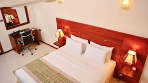 4 bedrooms, premium bedding, in-room safe, desk
