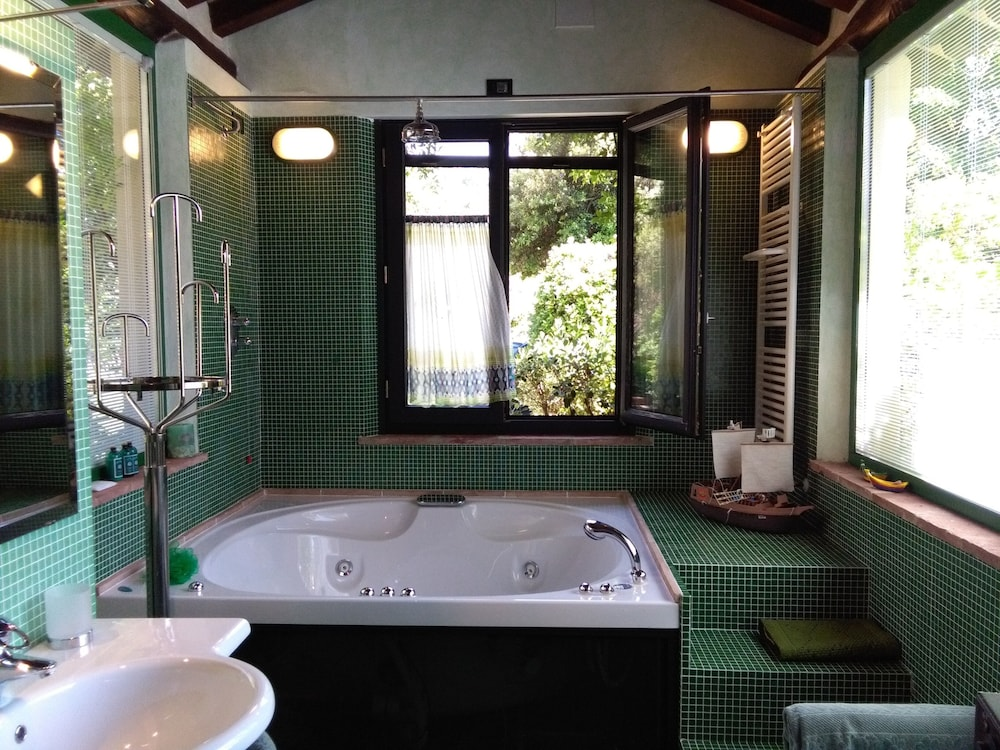 Book Private Cottage in Country Villa With Amazing Jacuzzi for 2, in ...