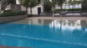 室内游泳池,室外游泳池