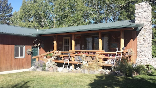 Beautiful Mountain Views With Trout Creek Frontage! Ten Miles From Yellowstone!