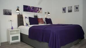 Hochwertige Bettwaren, Betten mit Memory-Foam-Matratzen, Schreibtisch