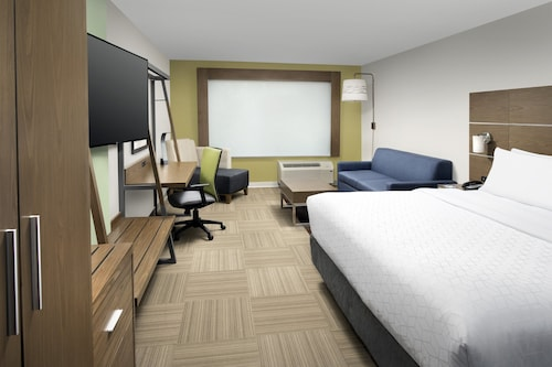 Holiday Inn Express and Suites North Brunswick