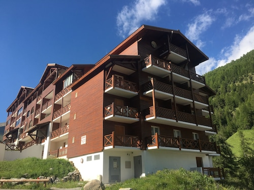 Duplex Apartment, Sleeps 4/5 -- Fabulous in ski Season, Glorious in Summer!