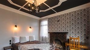 4 bedrooms, in-room safe, desk, blackout curtains