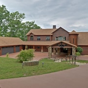 Luxury & Upscale Amenities! Mountain & Lake View! Hot Tub! Great for Groups!