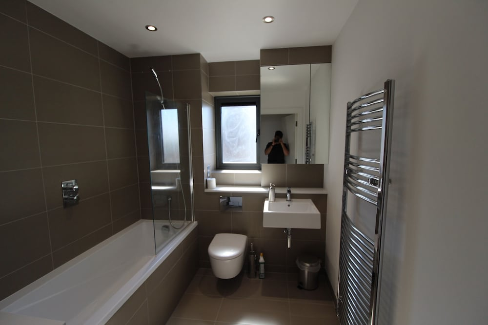 Luxury Modern 2 Bed Room 2 Bathroom River View Apartment In Canary ...