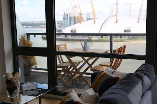 Luxury Modern 2 Bed Room 2 bad River View Apartment i Canary Wharf