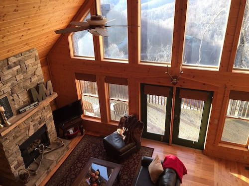 Log Cabin, Ski/hot Tub + Mountain Views! 3mi to AT - 30min to Asheville Pets Ok