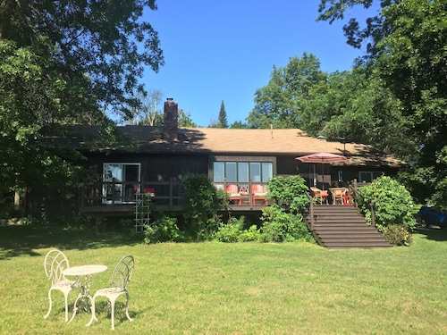 20 Minutes From Rhinebeck, Setting in 15 Acres, Contemporary Elegant Ranch .